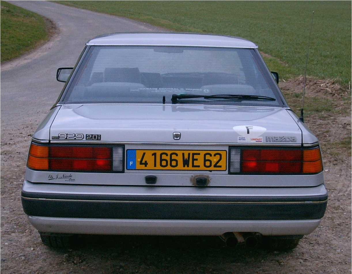 mazda929coupe4.jpg (103824 octets)